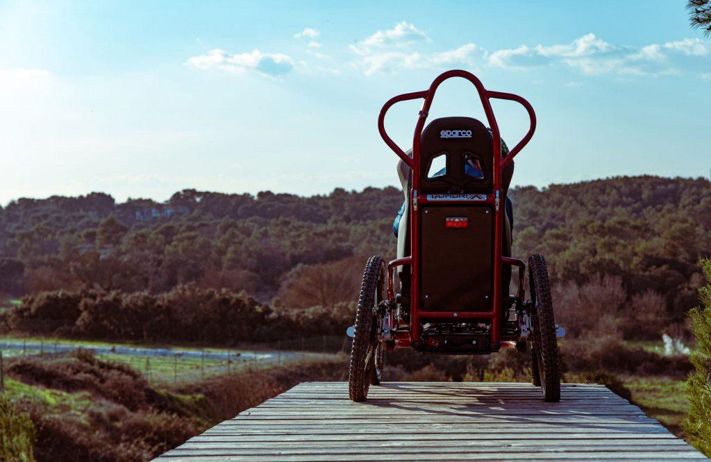 Geländerollstuhl für Menschen mit eingeschränkter Mobilität